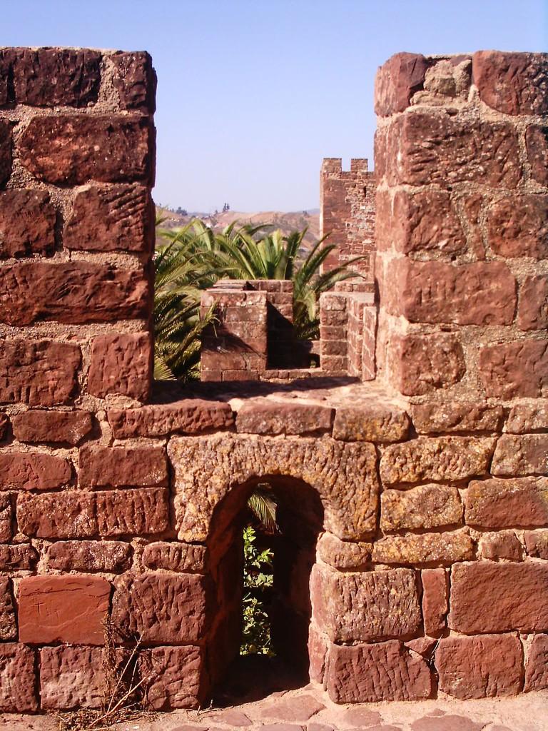 https://commons.wikimedia.org/wiki/File:Castelo_Silves_1.JPG