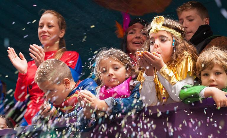 Kids at Mardi Gras parade | © Tamara Kulikova/Wikimedia Commons