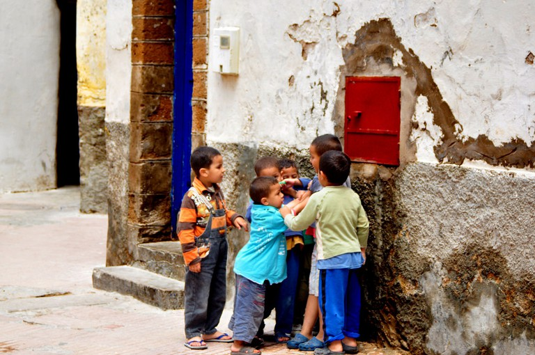 Moroccan children playing in the street | © James/Flickr