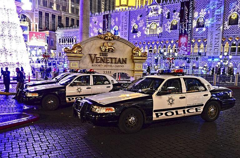 Cops parked outside The Venetian in Las Vegas   © Tomas Del Coro/WikiCommons