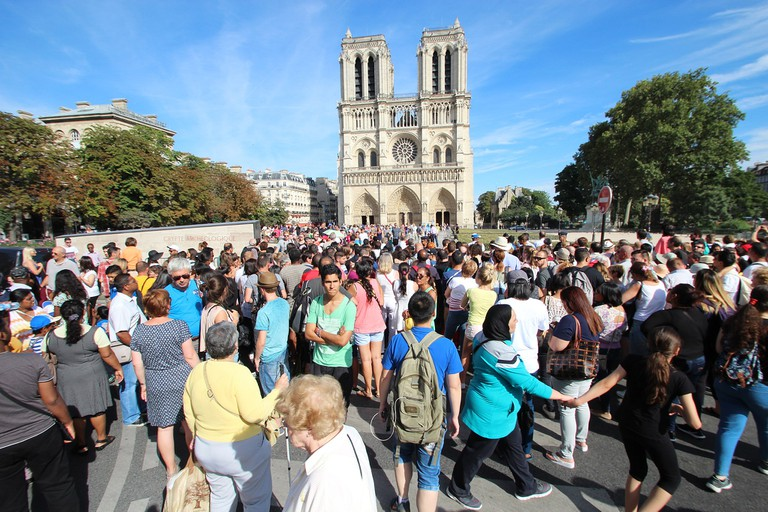 Crowds at Notre Dame │