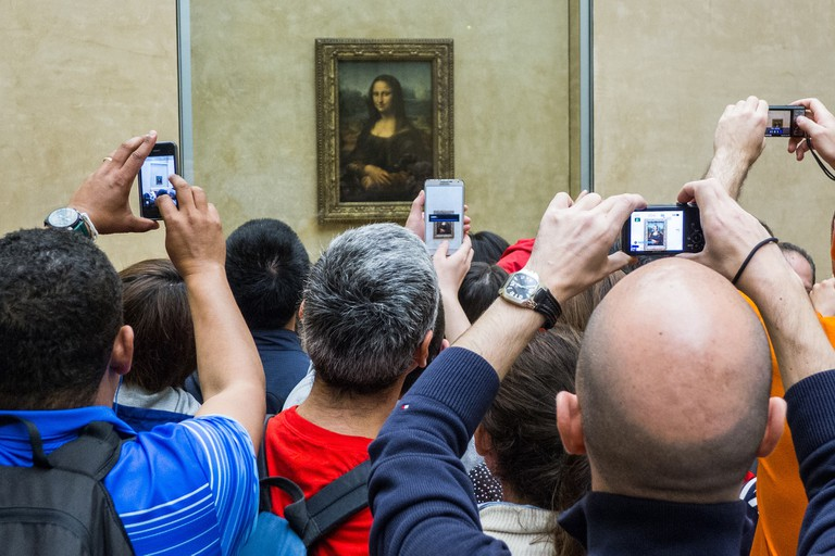 Crowds at the Louvre │© thomasstaub / Pixabay
