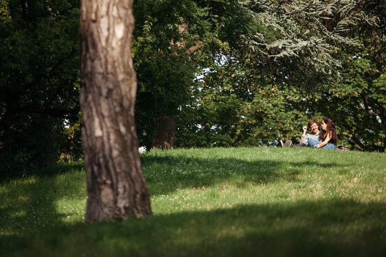 Date at Parc des Buttes Chaumont │© Kim Grant for Culture Trip