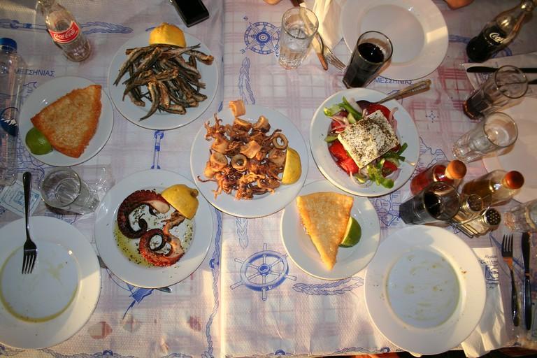 Discover Greek cuisine with a food tour | sundash /Pixabay