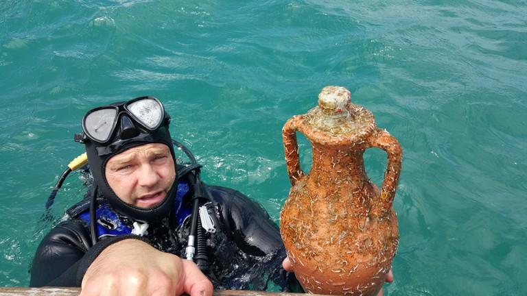 The amphorae   © Courtesy of Endo Vina