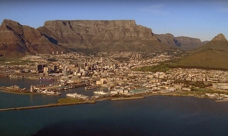 Iconic shots of Cape Town feature heavily in Free Willy: Escape from Pirate's Cove /