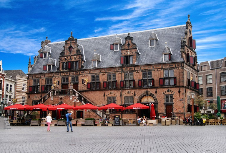 Nijmegen's 17th-century weigh house and market square