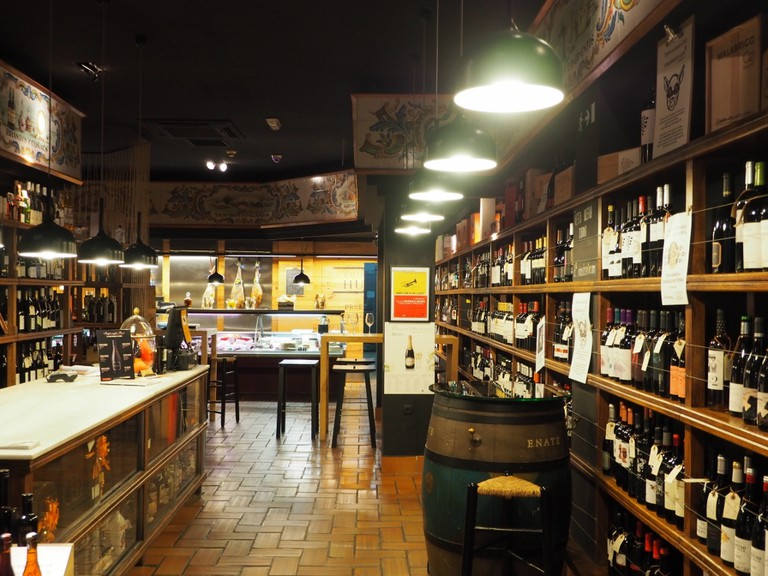 Visit great wine bars that only the locals know.