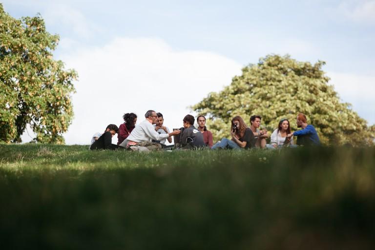 Picnic at Parc des Buttes Chaumont │Caroline Peyronel / © Culture Trip