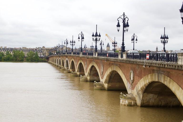 Run along the Pont de Pierre
