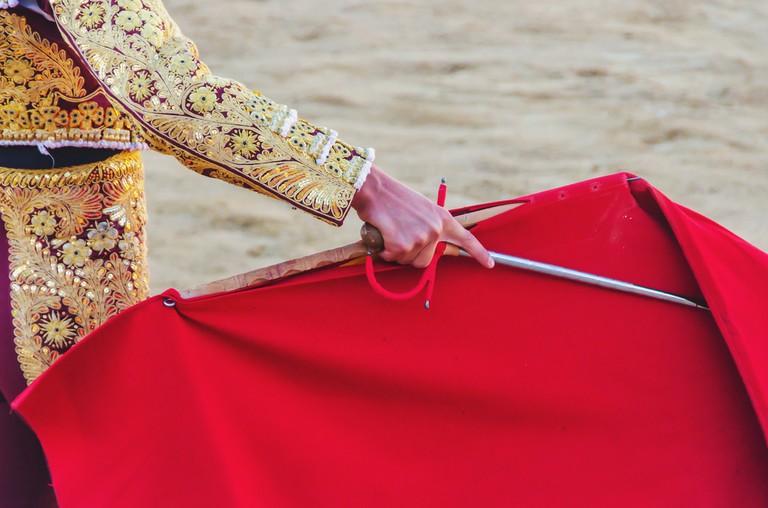 https://www.shutterstock.com/image-photo/bullfighter-awaiting-bull-his-cape-sword-380026690?src=WFBknqT6uPBx8v3JFYj7qg-1-6