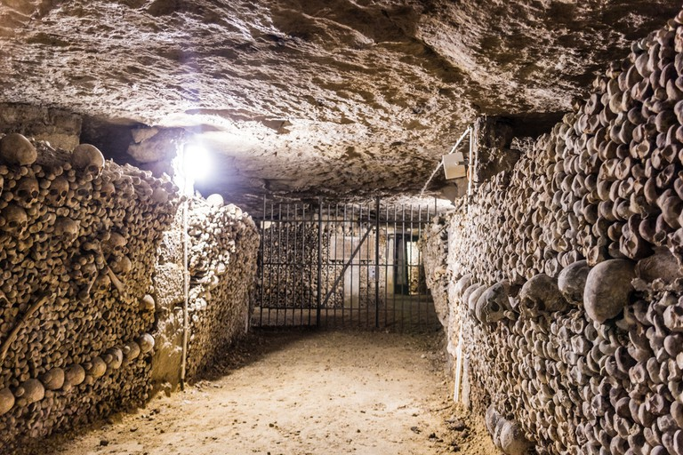 https://www.shutterstock.com/image-photo/catacombs-paris-380587204?src=CamyAChReU1i9I_s5Xvl7w-1-5