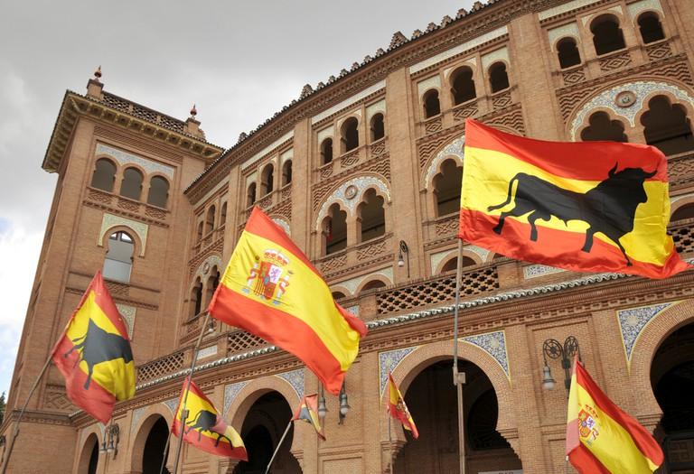 https://www.shutterstock.com/image-photo/bullfight-arena-plaza-de-toros-las-587346056?src=WFBknqT6uPBx8v3JFYj7qg-1-25