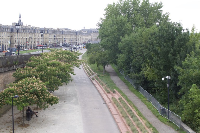 Running route along historical Bordeaux