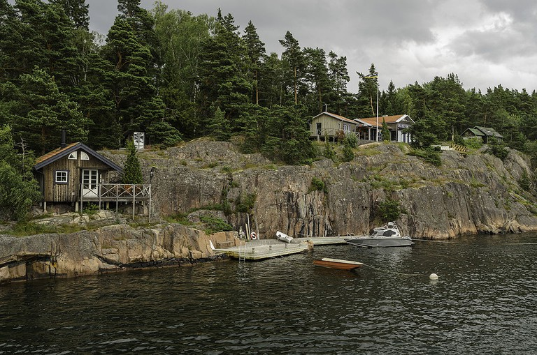 Rent a small cabin in the archipelago / Photo courtesy of Wikipedia Commons