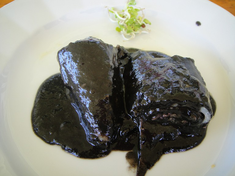 Txipirones - squid in its own ink (Basque cuisine) | ©Joselu Blanco / Flickr