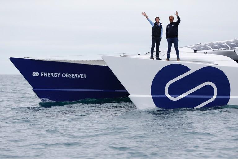 Victorien Erussard et Jérôme Delafosse à bord d'Energy Observer. Départ de Saint-Malo, le 26 juin 2017 │ © Charly Triballeau, Courtesy of Energy Observer