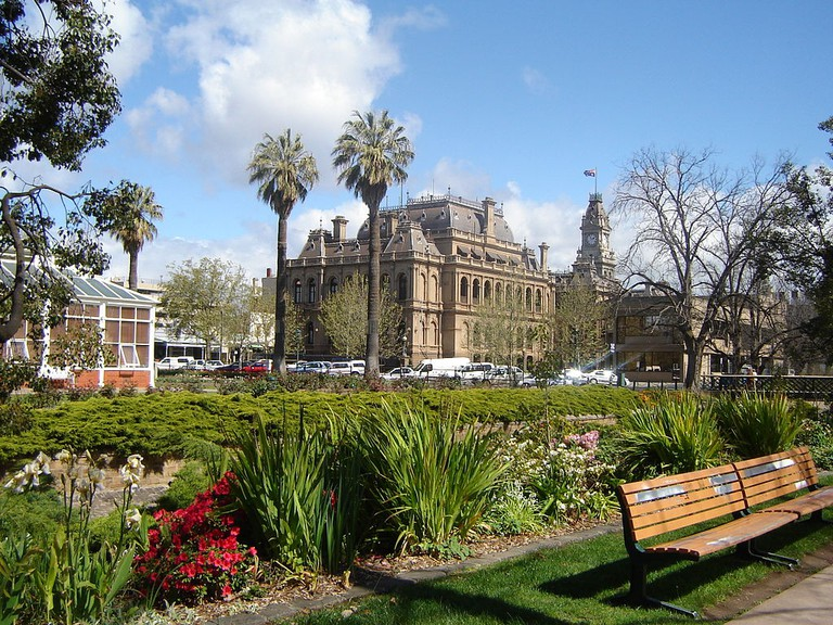 Bendigo Law Courts from Rosalind Park