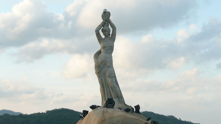 The Fisher Maiden Statue is the symbol of Zhuhai City.