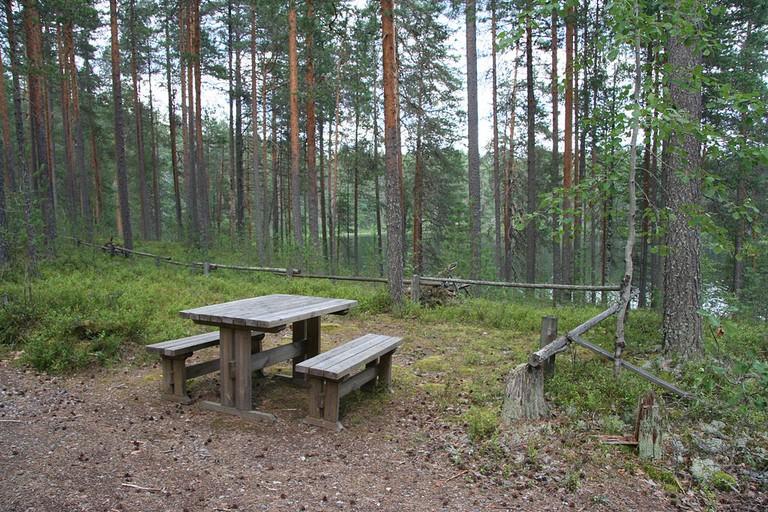 Camp site at Petkeljärvi National Park / Tappinen / WikiCommons