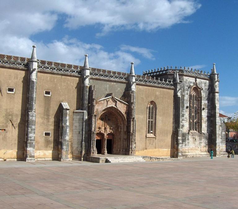 https://commons.wikimedia.org/wiki/File:Setubal.Igreja_de_Jesus01.jpg