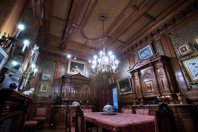 Inside Katten Kabinet