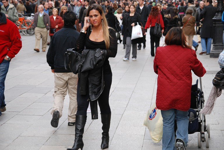 A lady dressed all in black in Barcelona © Markus