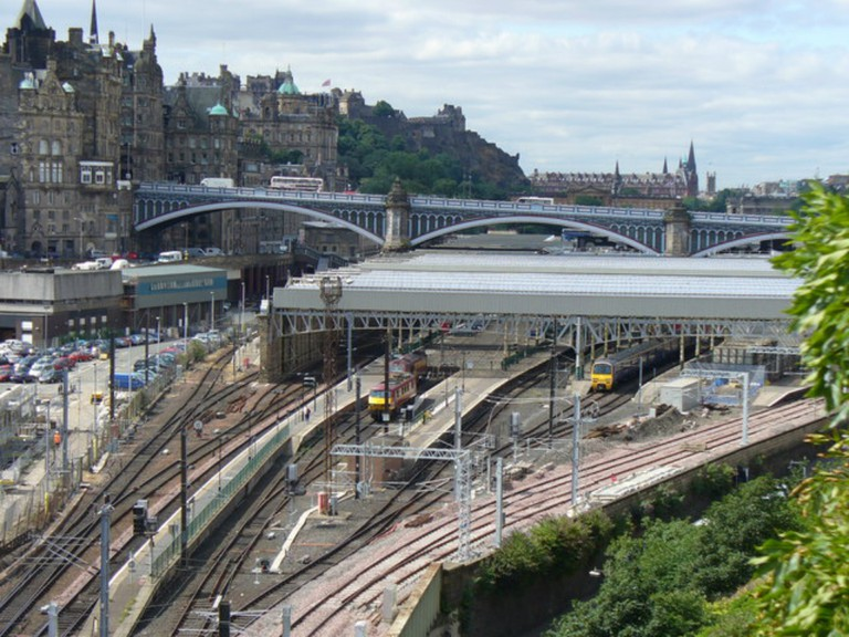 Edinburgh Waverley c.2006 | © Colin Smith/Flickr
