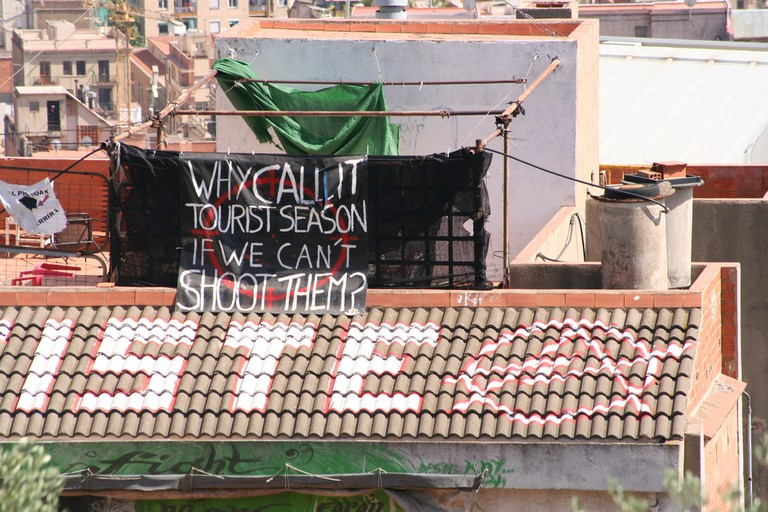 Anti-tourist banner in Barcelona © zenilorac