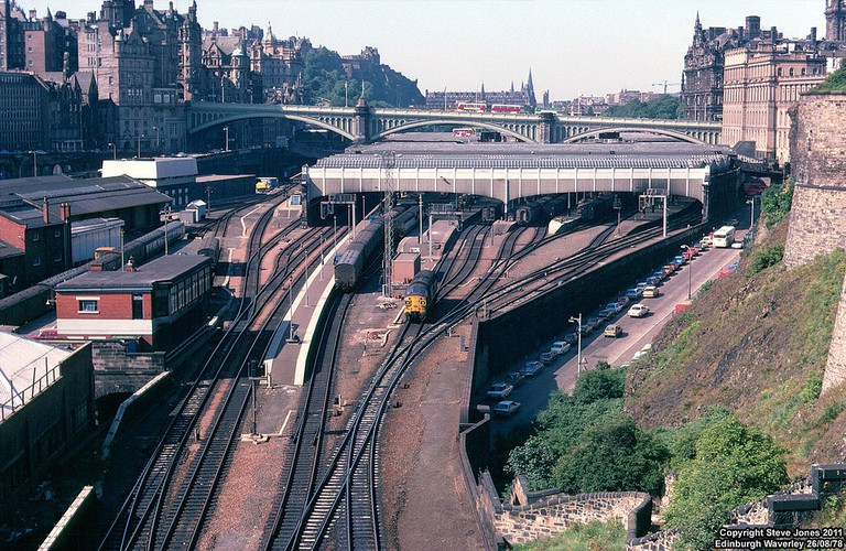 Edinburgh Waverley c.1978 | © Steve Jones/Flickr