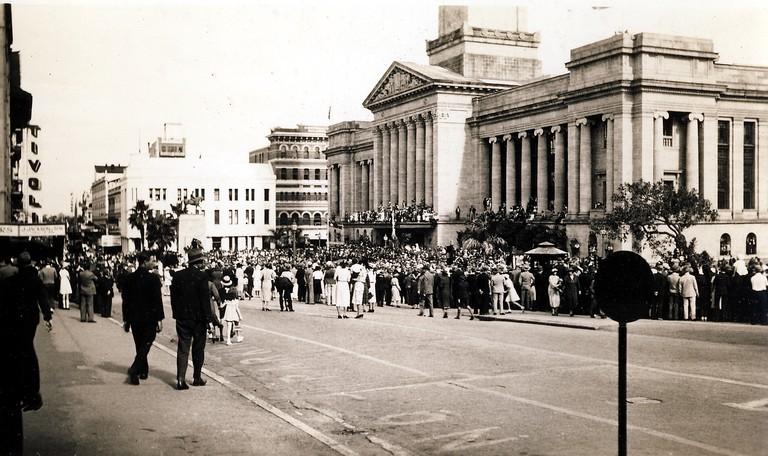 Brisbane City Hall c. 1944 | © Aussie~mobs/Flickr