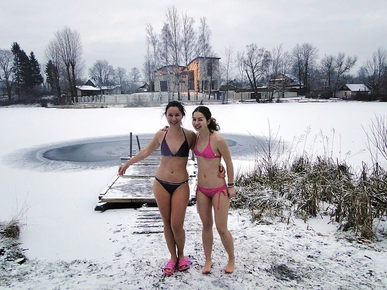 Winter event in Russia: Two young ladies will bath in a frozen lake