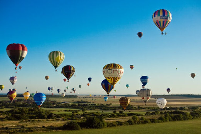 Hot air balloons at Chamley-Bussières in France undertaking the world record