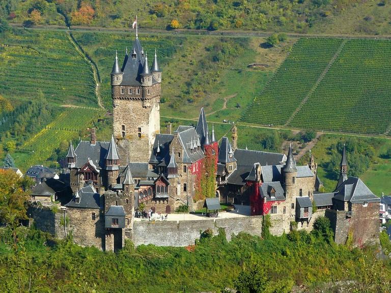 Reichsburg Castle   cocoparisienne / Pixabay