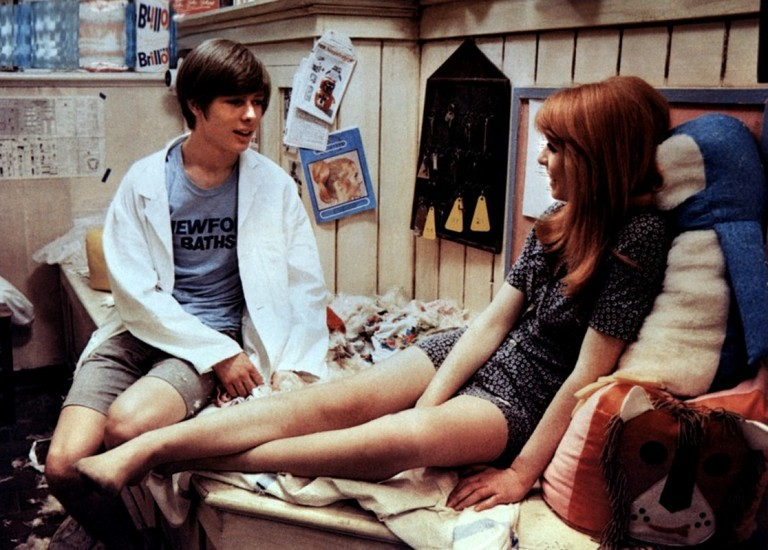 Off duty badinage: Mike (John Moulder-Brown) and Susan (Jane Asher) in 'Deep End' | © BFI