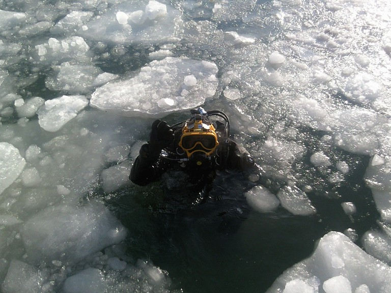 Scuba diving in ice