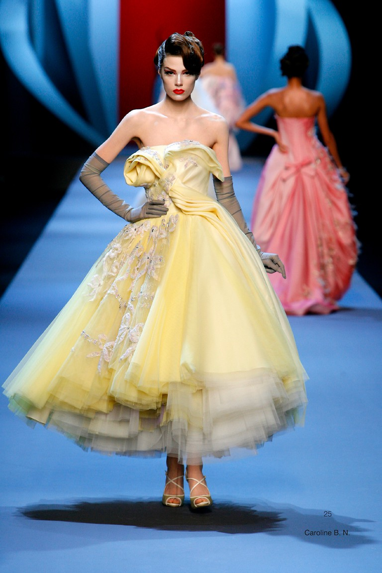Christian Dior, Paris John Galliano spring−summer 2011 haute couture collection Photo © Guy Marineau