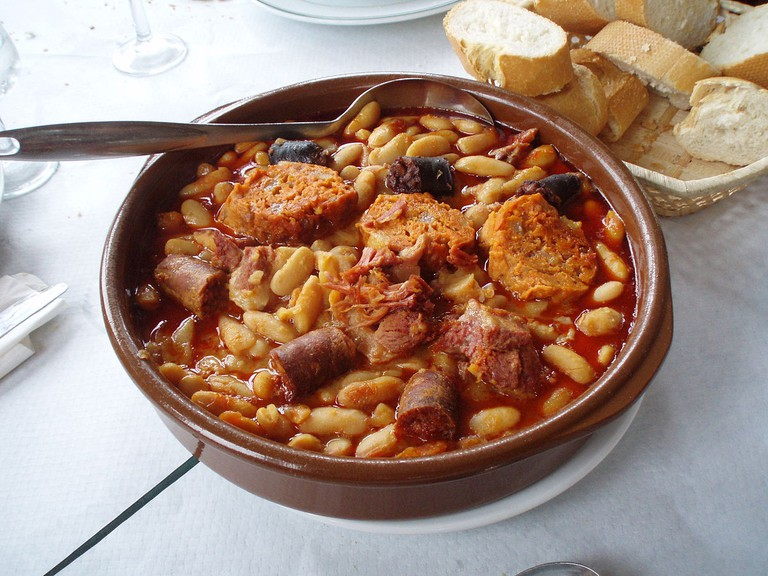 Fabada Asturiana | ©Juan J. Martínez / Wikimedia Commons