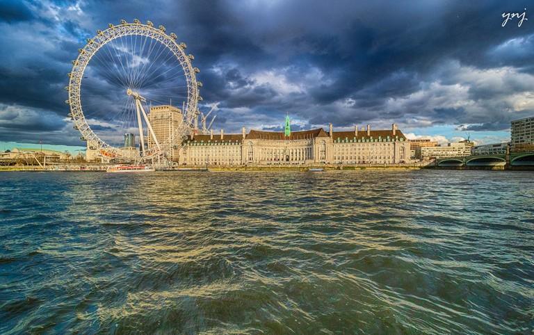 London Eye and London Aquarium side-by-side