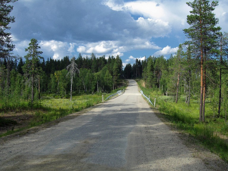 A Finnish country road / tpsdave / Pixabay