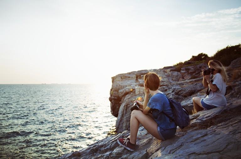 Women travelers | © rawpixel