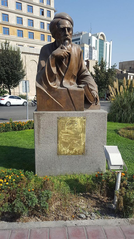 Statue of Hafez in Tehran | © GTVM92/WikiCommons