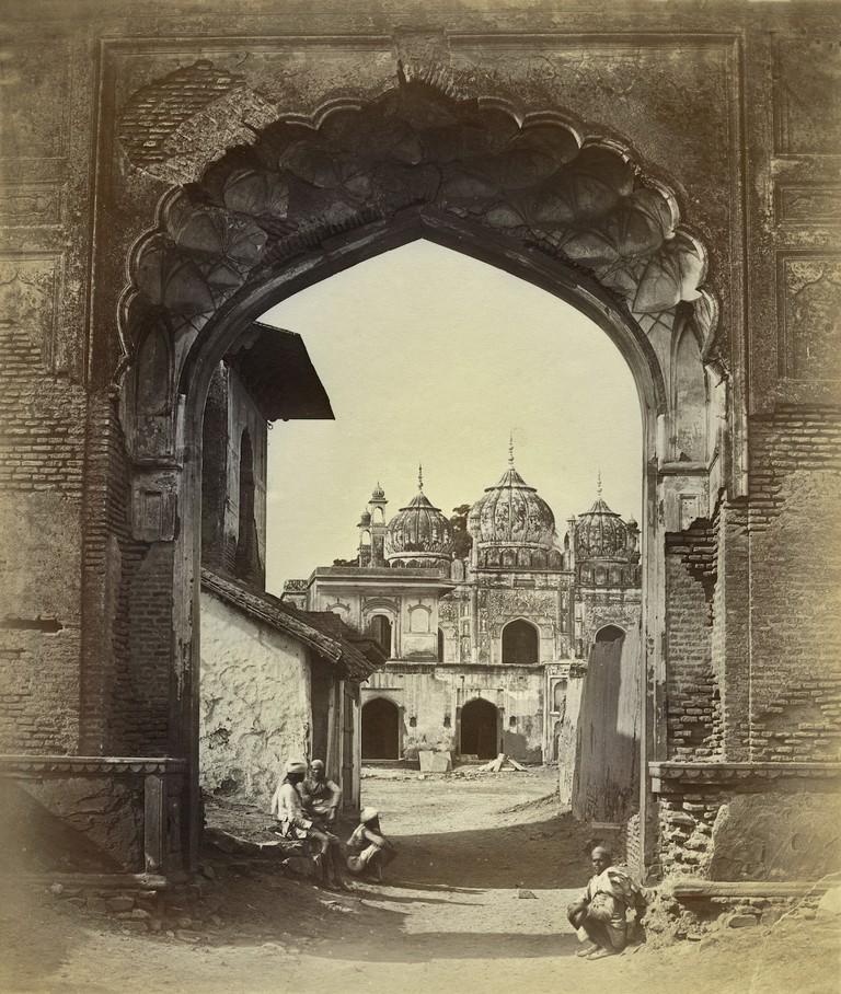 Felice Beato, Archway, Delhi, 1858