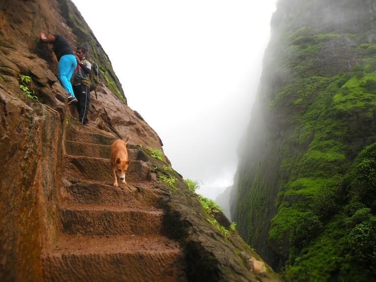 Towards the Kalavantin Summit | © Avinash Bhanu / Flickr