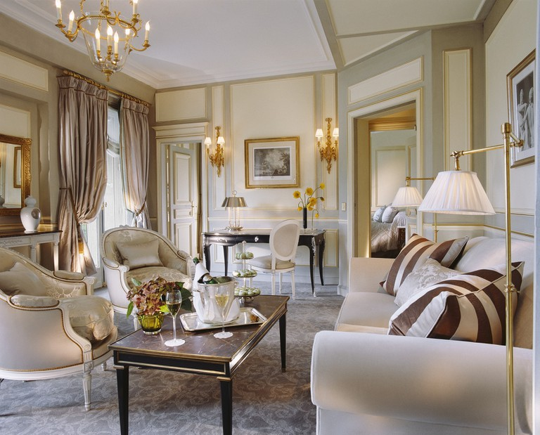 Le Meurice Executive Suite living room