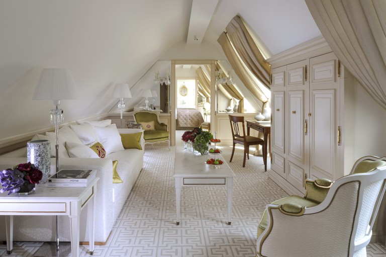 One of the living rooms at Le Meurice Suite 628