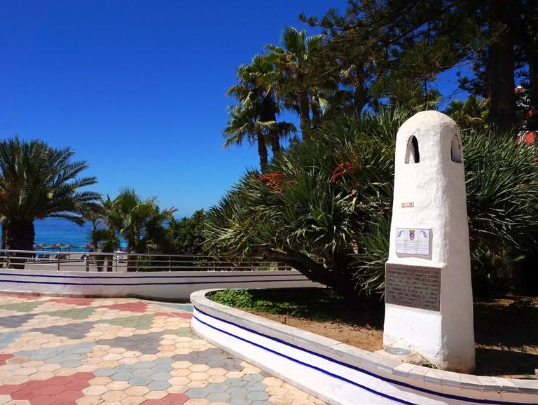 Monument to Laurie Lee in Almuñecar;   Courtesy of Encar Novillo