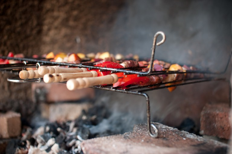 Brochettes on the grill | © SnippyHolloW / Flickr