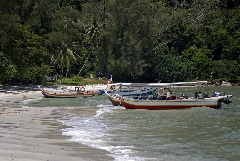Fishing boats anchored at Monkey beach | © Atilla Jandi/Shutterstock