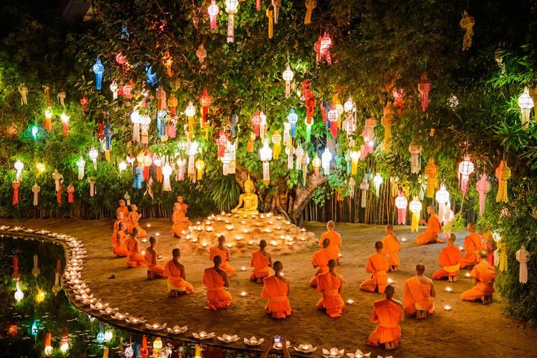 Thai monks during Loy Krathong festival | © Take Photo/Shutterstock